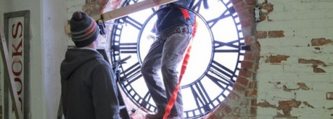 Restored Seth Thomas clock returns to Eastown's landmark Kingsley Building