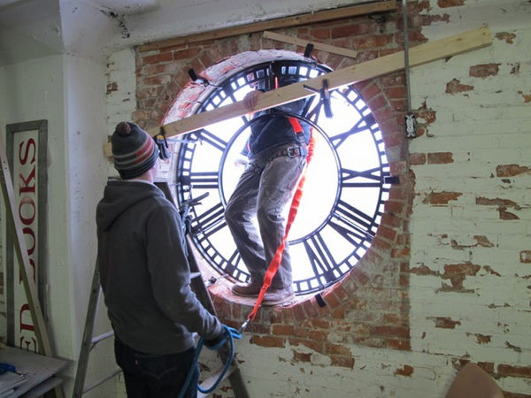 Restored Seth Thomas clock returns to Eastown's landmark Kingsley Building