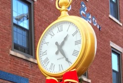 New Street Clock is Just in Time for the Holidays!
